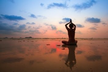 woman-beach-ujjayi-breathing-pranayama-web